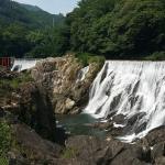 【新城市】長篠堰堤の滝はナイアガラ風で絶景を楽しめる!日本三大美堰堤・観光スポット